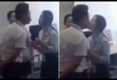 Chefe exigi beijo dos funcionários antes de começar o trabalho