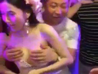 noiva seios casamento convidados